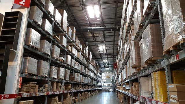 Un entrepôt ikéa remplis de colis